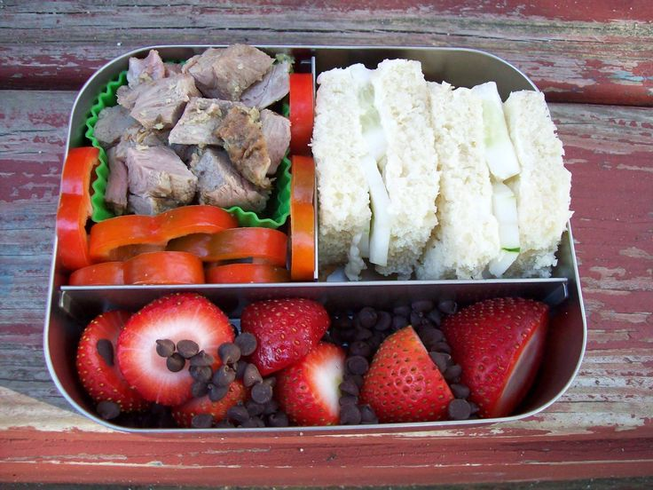 Leftover roast lamb, cubed for easy eating Cucumber sandwiches with butter on homemade sourdough Pepper rings Strawberries and dark chocolate chips All packed in the LunchBots Trio #lunchbots