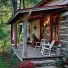 Een veranda maakt dat je langer en eerder buiten kunt zitten. Hey, zelfs in de regen! Dit veranda dak wordt door een echte boom-tak ondersteund.