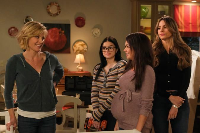 Watch Modern Family Season 10 Episode 17 Modern Family S10e17 Modern Family Modern Family