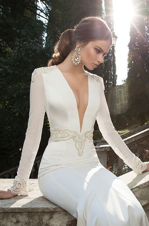 Under Berta's interpretation, you'll find similarity to those days in the use of complex fabrics, long sleeves and dramatic long trains. The added value in Berta's interpretation is the sensuality her designs are so well known for: lots of plunging necklines, open backs and figure hugging silhouette
