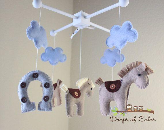 El cuarto de Rafa de bebé también era de caballos  @isaab11