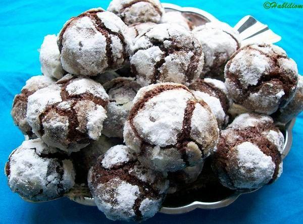 Van egy réges-régi Toszkánából származó karácsonyi sütemény, amit a hagyomány szerint Sienában sütöttek először. Alapvetően finomra őrölt mandulából, tojásfehérjéből és cukorból készített aprósütemény, ricciarellinévre hallgat. Kis kerek süteményekről van szó,…