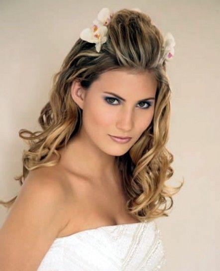 Capelli sciolti vaporosi - Acconciatura morbida sulle spalle con fiori d'estate per la sposa 2014.