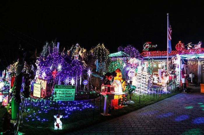 10 Dazzling Holiday Light Displays In N J Holiday Lights Display Holiday Lights Light Display