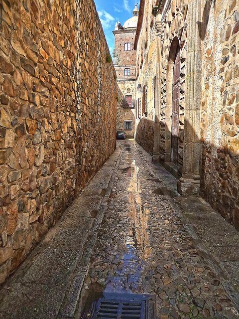 Calle de Adarve de la Estrella Caceres II, Extremadura, Spain.  Caught right after a brief downpour.