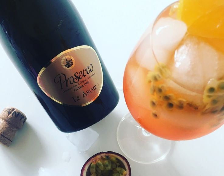 Aperol Spritz er én af mine yndlingsdrikke her om sommeren, og jeg har længe haft lyst til at eksperimentere med en ny version. Det har jeg så gjort i dag, og jeg er ret vil med det. Den traditionelle Aperol er nemlig blevet parret med aromatisk, moden passionsfrugt og et ordentlig skvulp abrikos. Endnu mere …