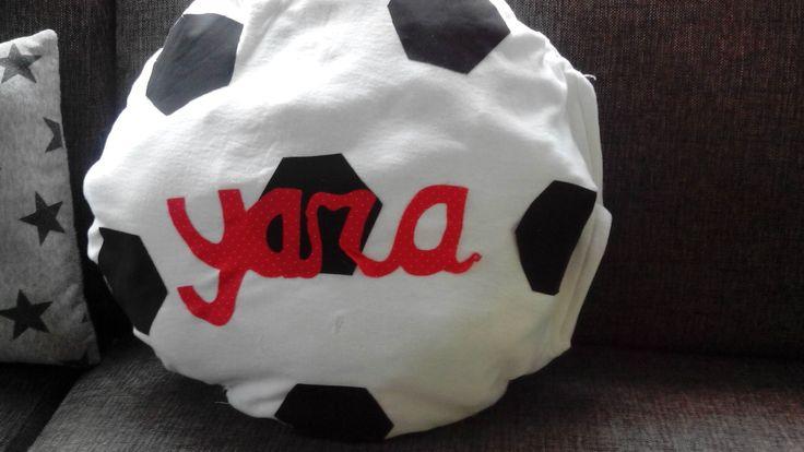Voetbal kussen surprise gemaakt v yerseyhoeslaken (dubbele laag stof), met klittenbandsluiting en applicaties met flisofix