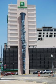 This ia so cool. I want to visit this place some day. Holiday Inn Clarinet Mural. Location, Loyola Avenue in New Orleans, LA.