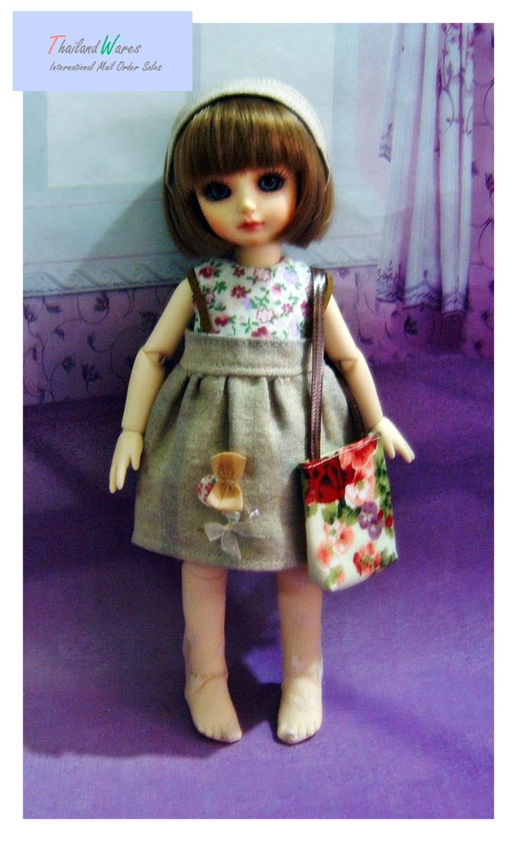 sweet Bjd yosd girl outfit,  handmade, 5 pieces set, sleeveless t-shirt, skirt bib, flower bag, wonderful flower pantyhose, gray hairband,sweet decorated on skirt,very cute outfit,  flower pattern , high-quality finished.