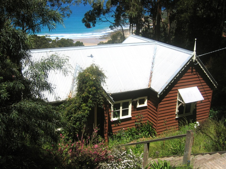 Rose Cottage - Wye River - Great Ocean Road.  Nestled in the bush - feel yourself unwind to the sounds of the waves, the breeze in the trees and birdsong