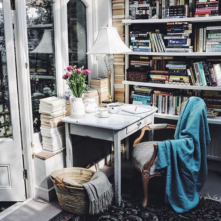 Completely in awe of @jo_rodgers beautiful workspace