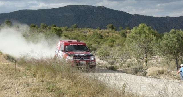 Un desafortunado accidente como consecuencia del error de otro participante, desembocaba en el abandono prematuro de Rubén Gracia y Sergio Peinado en el Rallye Todo Terreno Tierras Altas de Lorca.