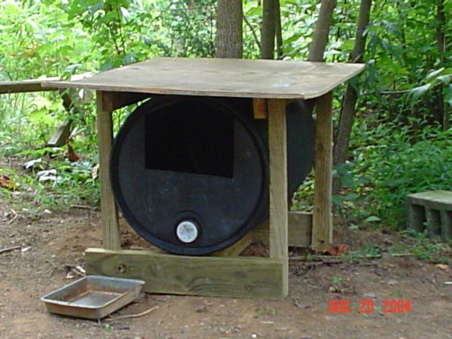 43 best images about dog house on pinterest diy dog for Barrel dog house designs