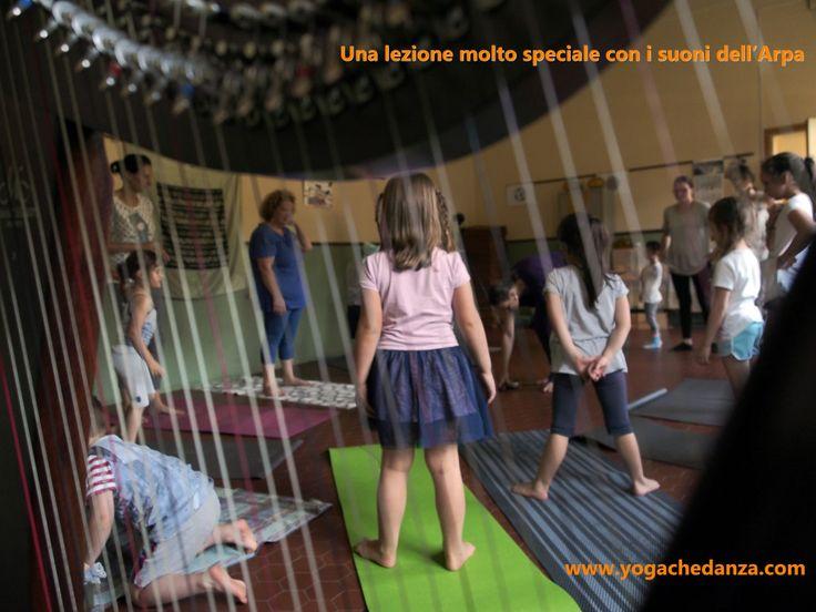 La terza lezione di FamilYOGA a Montorso, con i suoni dell'Arpa Celtica