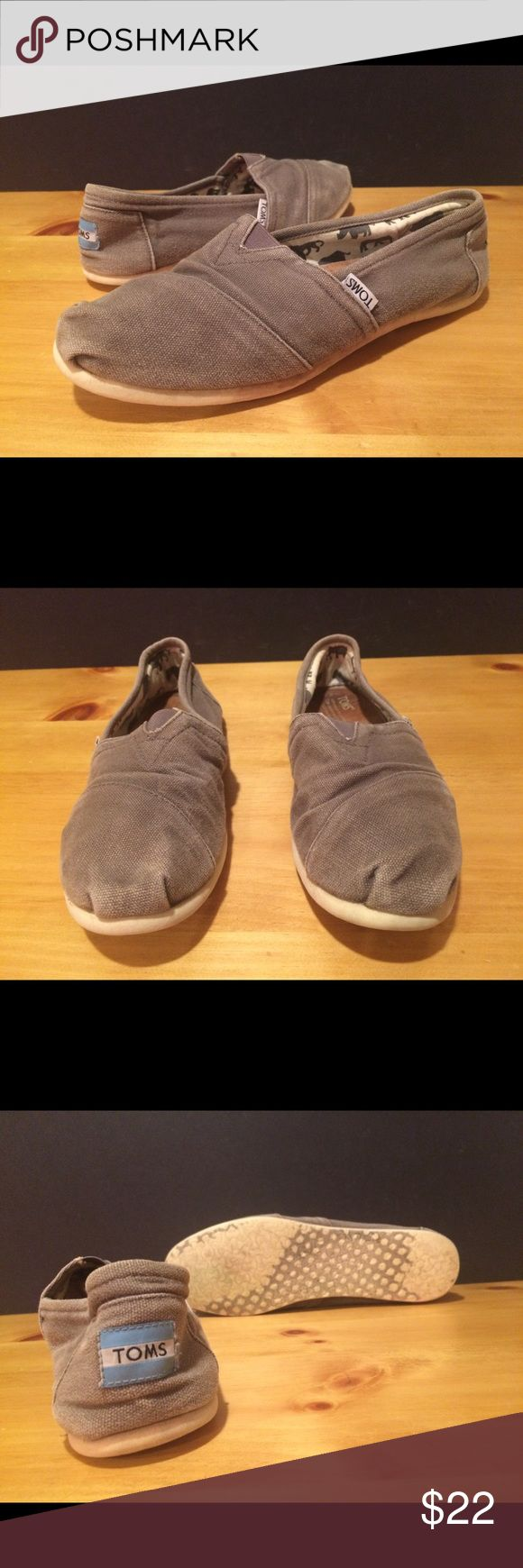 Women's Size 8.5 Gray Toms Slip On Shoes Women's size 8.5 gray Toms slip on shoes. See photos and please message with any questions! :) TOMS Shoes Flats & Loafers