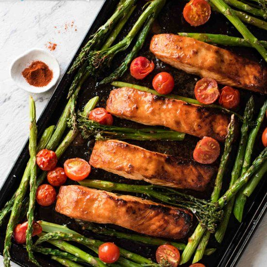 Spicy brown sugar glazed salmon with grilled / broiled vegetables, all made on one tray in just 15 minutes.