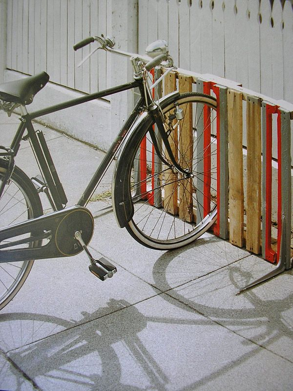 Creative Bike Storage • A round-up of the best bike storage we could find with many tutorials! Including from the book 'readymade how to make almost everything', these pallet bike racks.