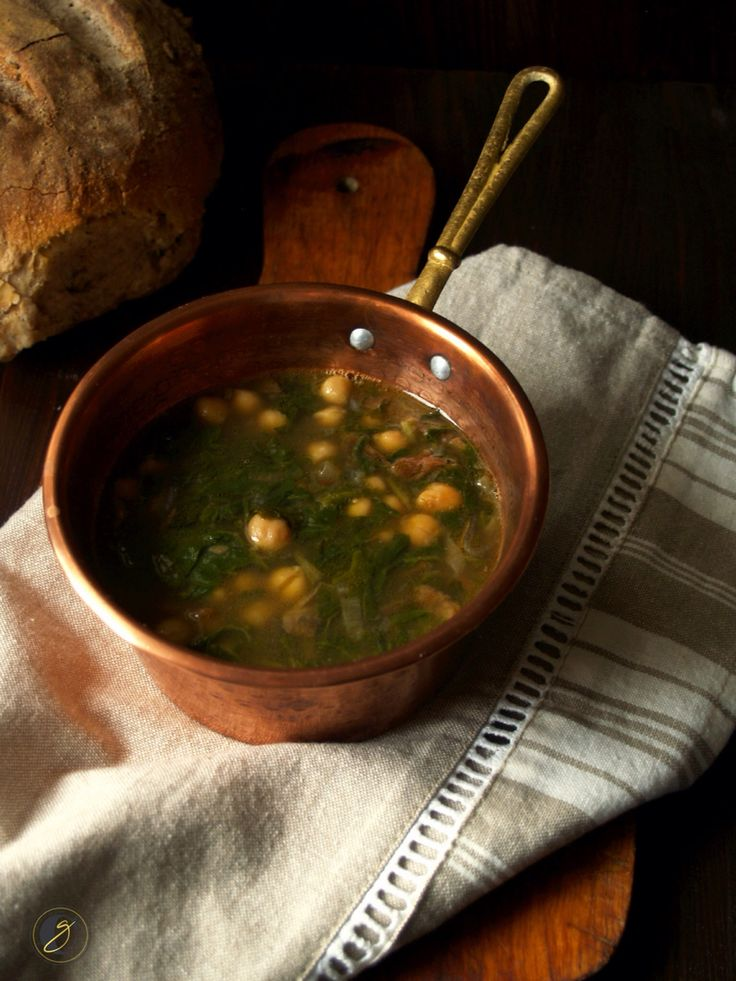Zuppa di ceci, funghi secchi e erbette Www.cucinaghiotta.it