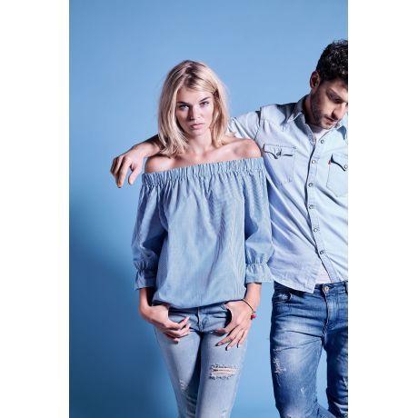 Blusenshirt im luftigen Carmen-Stil. Mit gesmokten Abschlüssen. Lässig mit Jeans(shorts) kombinieren und romantisch mit buntem Tuch oder Blumen im Haar abrunden.