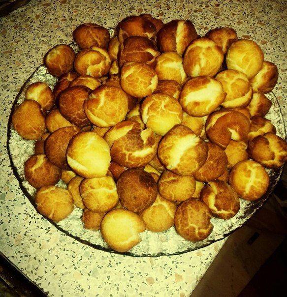 БЫСТРЫЕ ПЫШКИ ✨ Чудесный и быстрый десерт к чаепитию😊 http://qps.ru/dUjJ4  ИНГРЕДИЕНТЫ: ● 1 банка сгущенки,  ● 2 яйца,  ● щепотка соли,  ● щепотка соды  ПРИГОТОВЛЕНИЕ: Смешать яйца со сгущенкой, добавить соль и соду,перемешать,добавить муку. Тесто должно быть примерно как на пельмени. Скатать небольшие шарики и жарить в масле до золотистой корочки.