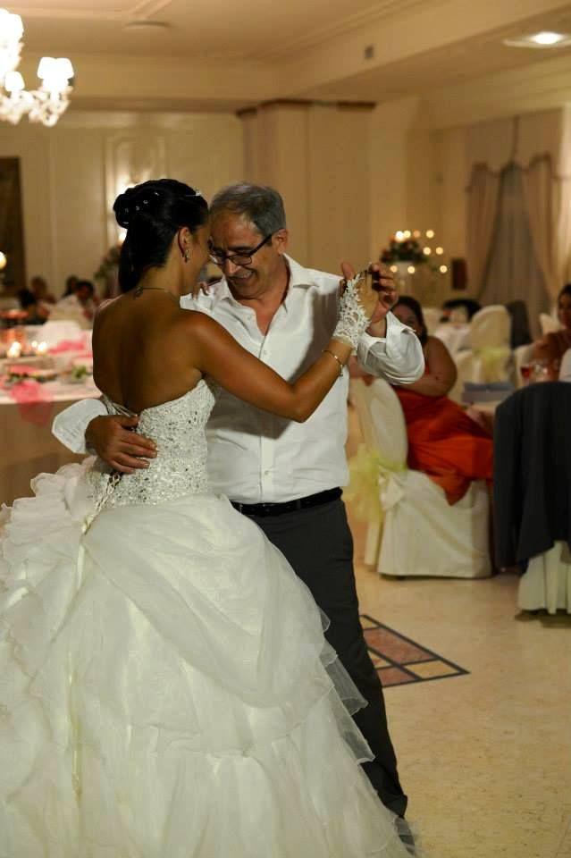 canzone ballo sposa con il papà Festa del papà, avete già pensato con quale canzone fare il ballo con vostro padre durante il ricevimento? Il gruppo musicale per musica e animazione matrimoni in Puglia vi suggerisce 10 brani
