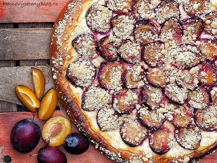 Koláč s tvarohem a švestkama,  Pie with curd and plumps www.peknevypeceny...