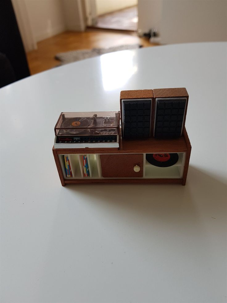 Steriobänk med grammofonspelare och högtalare Lundby dockskåp 70 talet