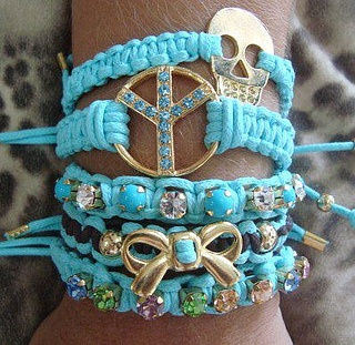 pulseiras macrame by laaryyhh, via Flickr