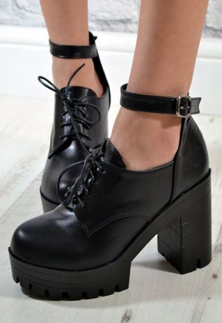 Ladies Chunky Grip Heel Lace Ankle Strap Boots in BLACK