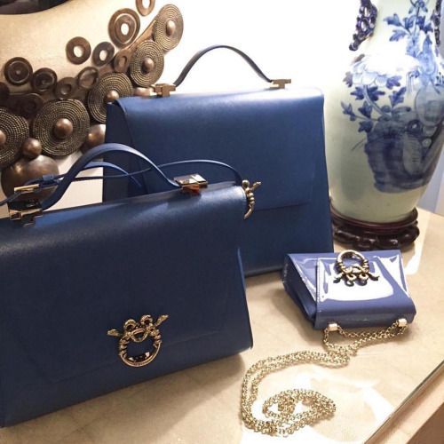 "Magrì Handbags - Blue Mood ""World Traveler"" ""Lady Clare and ""Piccola Principessa"" Bags E-Shop: www.magri.com/shop #magri_handbags #magri #CraftedinFlorence #ItalianStyle #TimelessElegance #Sophisticated #MadeInItaly #ItalianCraftmanship #ItalianGlamour #LuxuryHandbags #Handbags #PowerBags #mtpisani_etabetapr #etabetapr #etabetadigitalpr #etabetaprformagri"