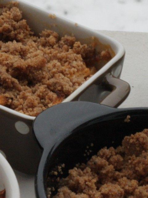 Crumble aux pommes sans beurre  Voici une recette simple, assez rapide (le plus long, c'est de préparer les pommes) et avec de bonnes matières grasses :).