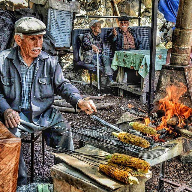Dedelerimizin mısır keyfi…  Finike'den...  Fotoğrafı gönderen: Ahmet Kaplan