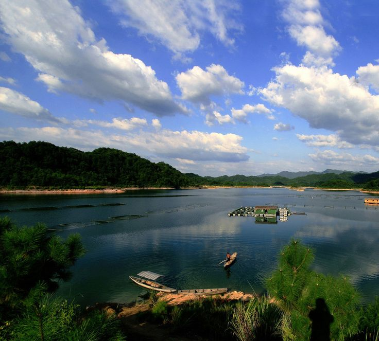Qiandao Lake, a man-made lake located in Chun'an County, Zhejiang Province, China, formed after the completion of the Xin'an River hydroelectric station in 1959. 1,078 large islands dot the lake and a few thousand smaller ones are scattered across it. The lake covers an area of 573 km2 and has a storage capacity of 17.8 km3. The islands in the lake cover about 86 km2. See at: http://www.chinatour.com/china-attractions.htm