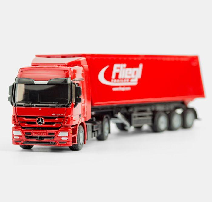 #NEU im Shop - Ein Laster mit Anhänger in ganz viel rot und detailreich - http://www.echtkind.de/themenwelten/neuheiten/siku-lkw-mit-muldenkipper-3537.html