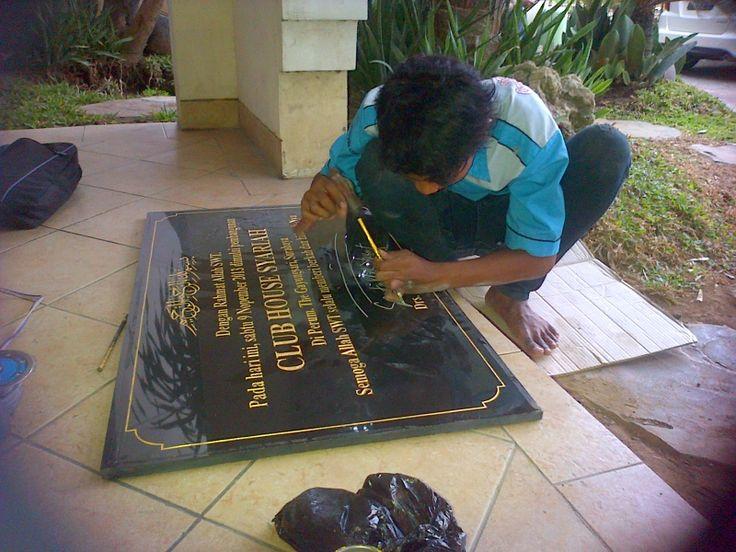 Grafir Tanda tangan  setelah acara peresmian berakhir Pengerjaanya dilakukan di Perum the gayungsari surabaya Kontak Kami : 03183315430 081357603030 081515441030