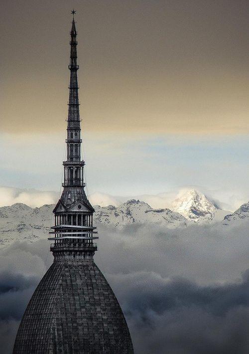 Mole Antonelliana tra le nubi, Torino, Piemonte, Italy
