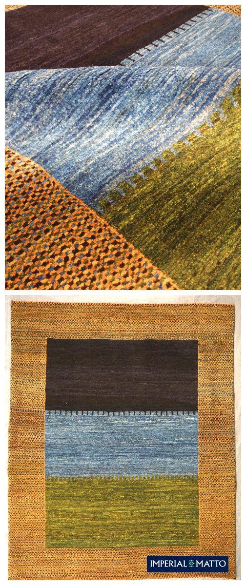 Väripintoihin jaettu klassinen Gabbeh matto on käsinsolmittu ja langat ovat luonnonväreillä värjättyjä. Matto on hienosti viimeistelty ja mukavan pehmeä.Maton ovat solmineet Lori (luri) paimentolaiset Zaragos vuorilla Iranissa.
