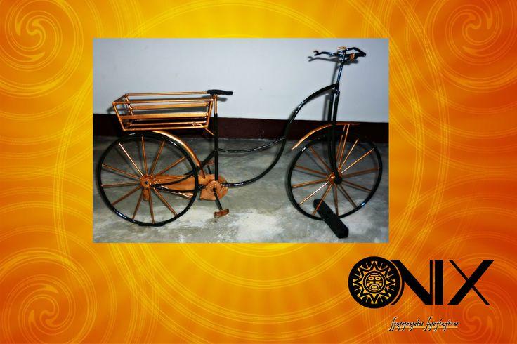 Réplica de bicicleta para decoración del hogar.