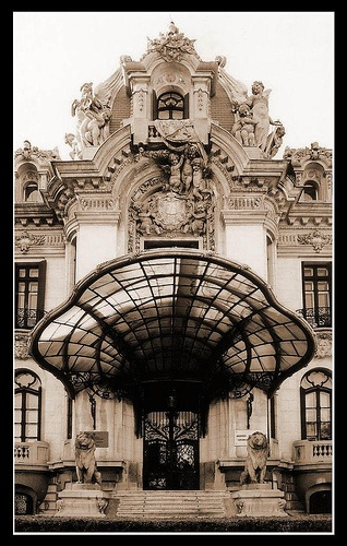 Now this is a door!! belle epoque in Bucharest, via Flickr. ... #ArtDeco #ArtNouveau #Design #Architecture