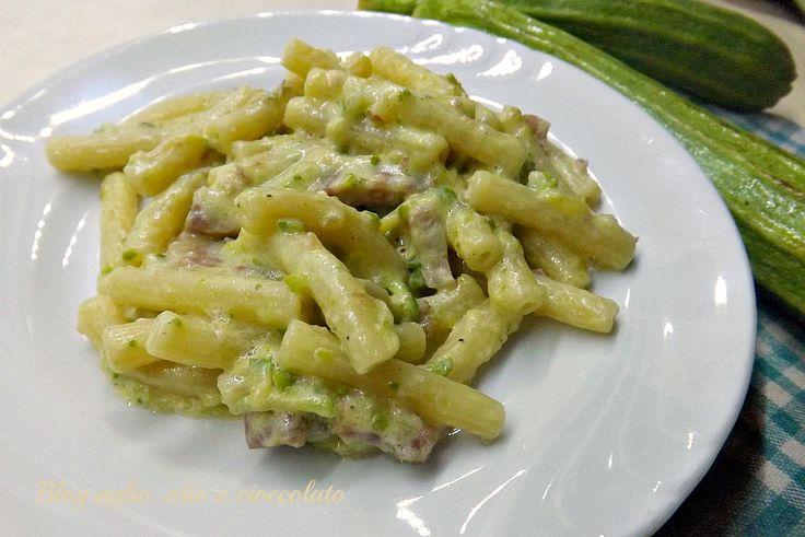 La Pasta Zucchine Philadelphia e Pancetta,è un piatto velocissimo e molto gustoso e cremoso!! Io lo considero un piatto salva cena,