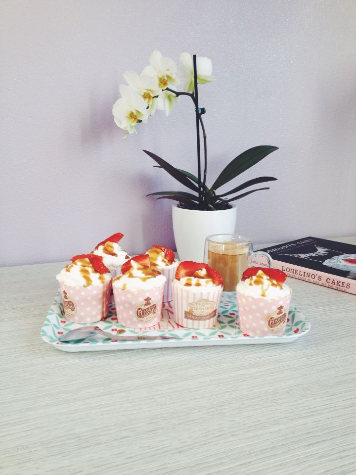 Cupcakes strawberry and caramel topping #food #cupcakes