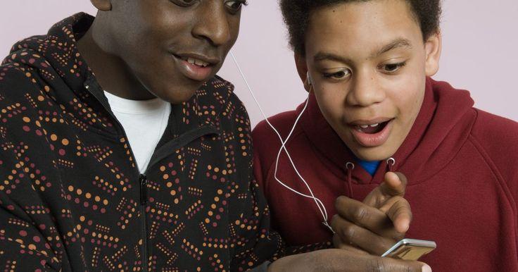 Cómo poner un archivo FLAC en un iPod. El Apple iPod es uno de los dispositivos portátiles de música más populares en el mundo, pero no lee todos los formatos de audio. Las canciones codificadas con Códec de Audio sin Pérdida Libre (FLAC, siglas en inglés) no están soportados. Para cargar un archivo FLAC para reproducirse en el iPod, debes convertirlo primero a un formato soportado por ...