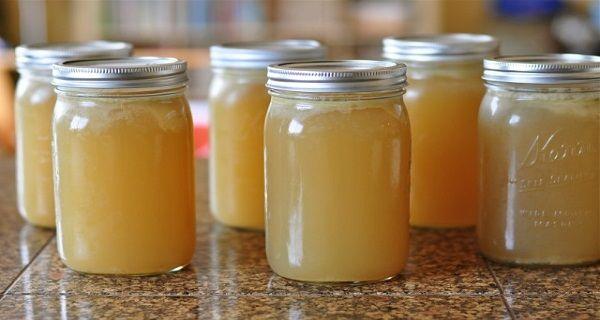 Este két teáskanál zselatint keverjünk el egy negyed pohár hideg vízben. Hagyjuk állni egész éjszaka. Reggelre zselészerű anyagot kapunk majd. Ébredés után éhgyomorra igyuk meg a feloldott zselatint. Esetleg tehetnek bele mézet, joghurtot, tejfölt, gyümölcslét. Ezt egy hónapon keresztül, mindennap fogyasszuk el, egy hét múlva már az enyhülés is be fog következni. A kezelést kizárólag egy hónapig szabad csinálni, leghamarabb egy félév múlva lehet ismét nekikezdeni.