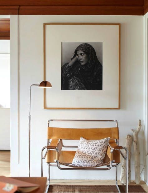 oversized photo and that leather chair: