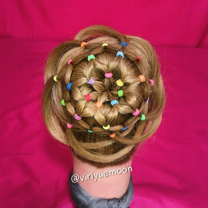 Recogido en flor con ligas #elasticflowerbunVYM encuentralo en youtube.com/viriyuemoon #hairstyles #trenzas #VYMtrenza #VYM #peinados #braid #braids #trenza #penteados #hairstyle #coiffure #Frisuren #причесок #fashion #moda #beauty #tendencias #trenzasnuevas #hair #cutehaisrtyles #loopbraid #прическа #hairstylesforgirls #hairtutorial #hairtutorials #hairstylevideos #hairvideo #solopeinados