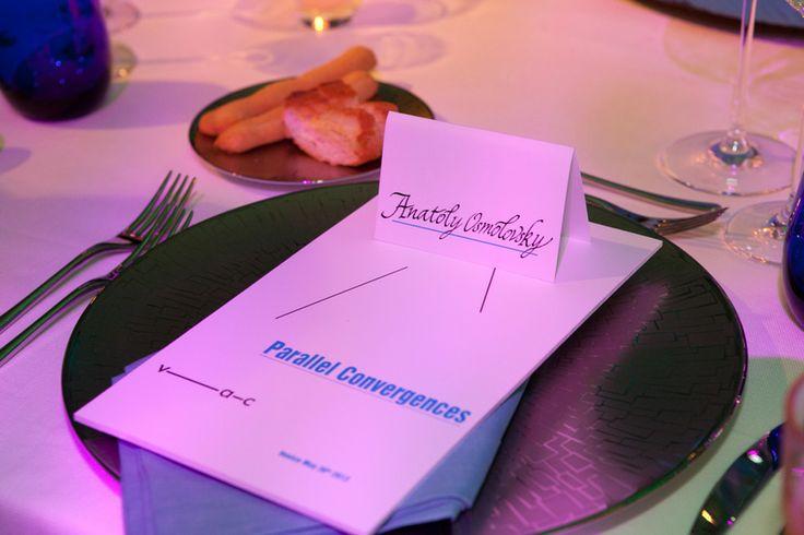 elegante idea di mise en place con segnaposto su cavaliere calligrafato matteo corvino design set #elegant, #stylish, #plate, #dinner, #invitation, #graphic, #design