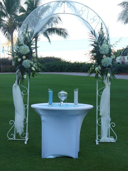 decorated wedding arch wedding arch with blue hydrangea ivory roses and white 3347