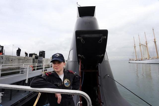 """Despues del Ara San Juan Argentino a través del """"desafío personal y profesional"""" de conocer """"un medio naval submarino"""", tras varios años trabajando a bordo de las fragatas de la Marina, Noemie Freire decidió postularse después de que en marzo del año pasado se hubiese embarcado cuatro horas en 'Arpón'."""