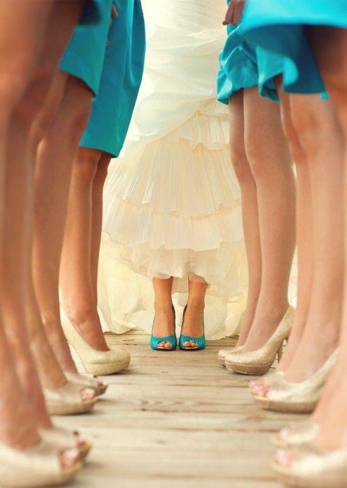 detalle de zapatos de damas y novia
