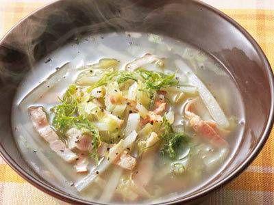 キャベツとじゃがいものスープ | シャキシャキ野菜たっぷりの、食べるスープです。手早くできて、栄養もばっちりですよ。